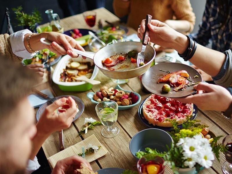 Rahasia Kebaikan Dari Perbuatan Memberi Makan Orang Lain