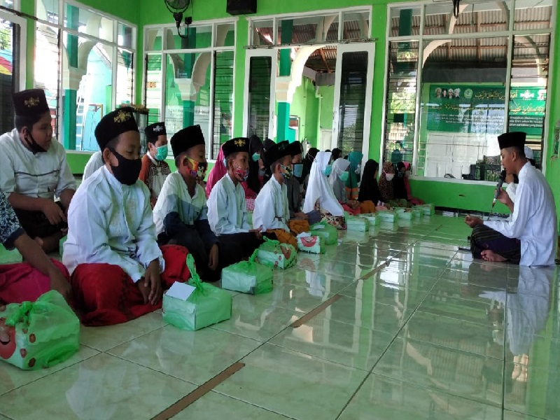 Rayakan Hari Santri, Aksiamal dan WAN Distribusikan Santunan di Madura dan NTB