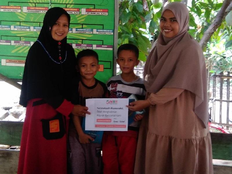 Al – Qur'an Baru Hiasi Keceriaan Wajah Adik Santri di Gowa, Sulawesi Selatan