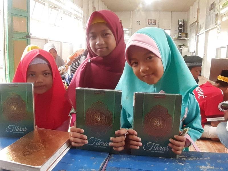 Komunitas WAN Gelar Program Aksi Tebar Qur'an Nusantara di NTB dan Kalimantan Barat